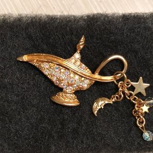 Alladin's lamp gold tone pin